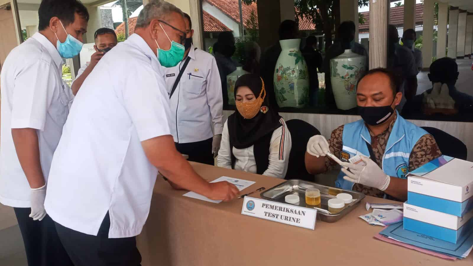 Demi Masa depan Kuningan 2021, Seluruh Pejabat Pemkab di Tes Urine
